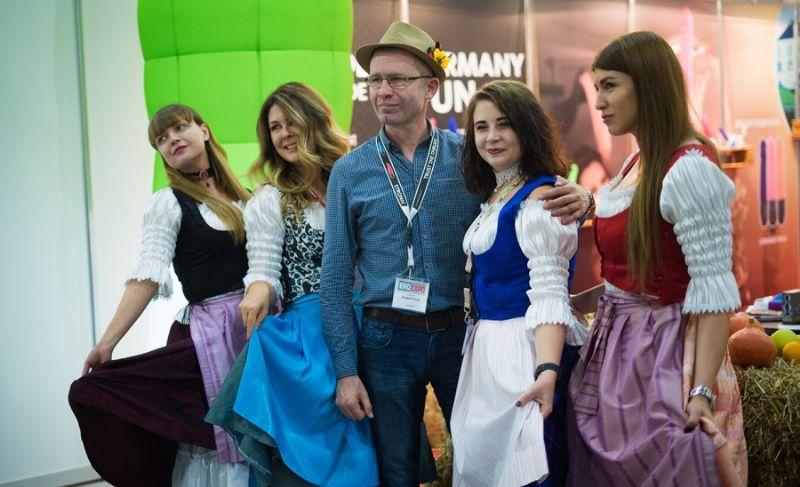 俄罗斯成人展现场观众072
