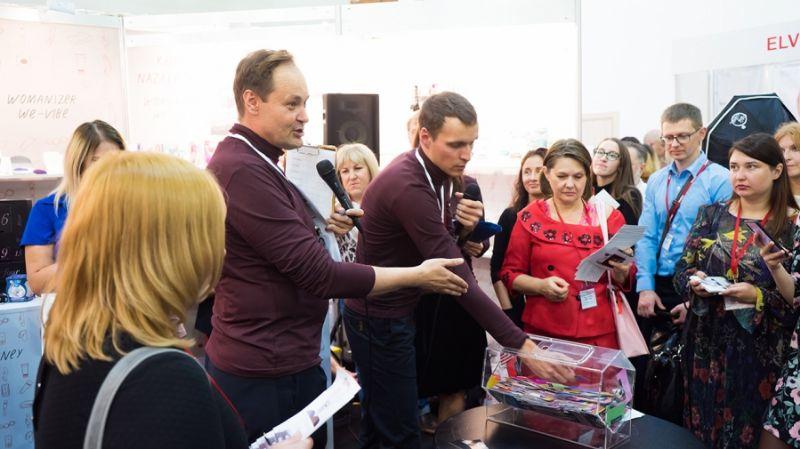 俄罗斯成人展现场观众083