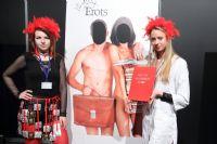 两位模特宣传公益倡导使用安全套,预防HIV