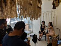 友田彩也香等两位日本女星接收视频采访