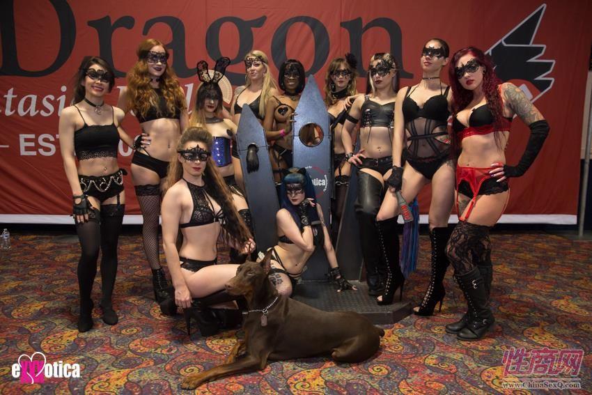 BadDragon展台的美女模特们
