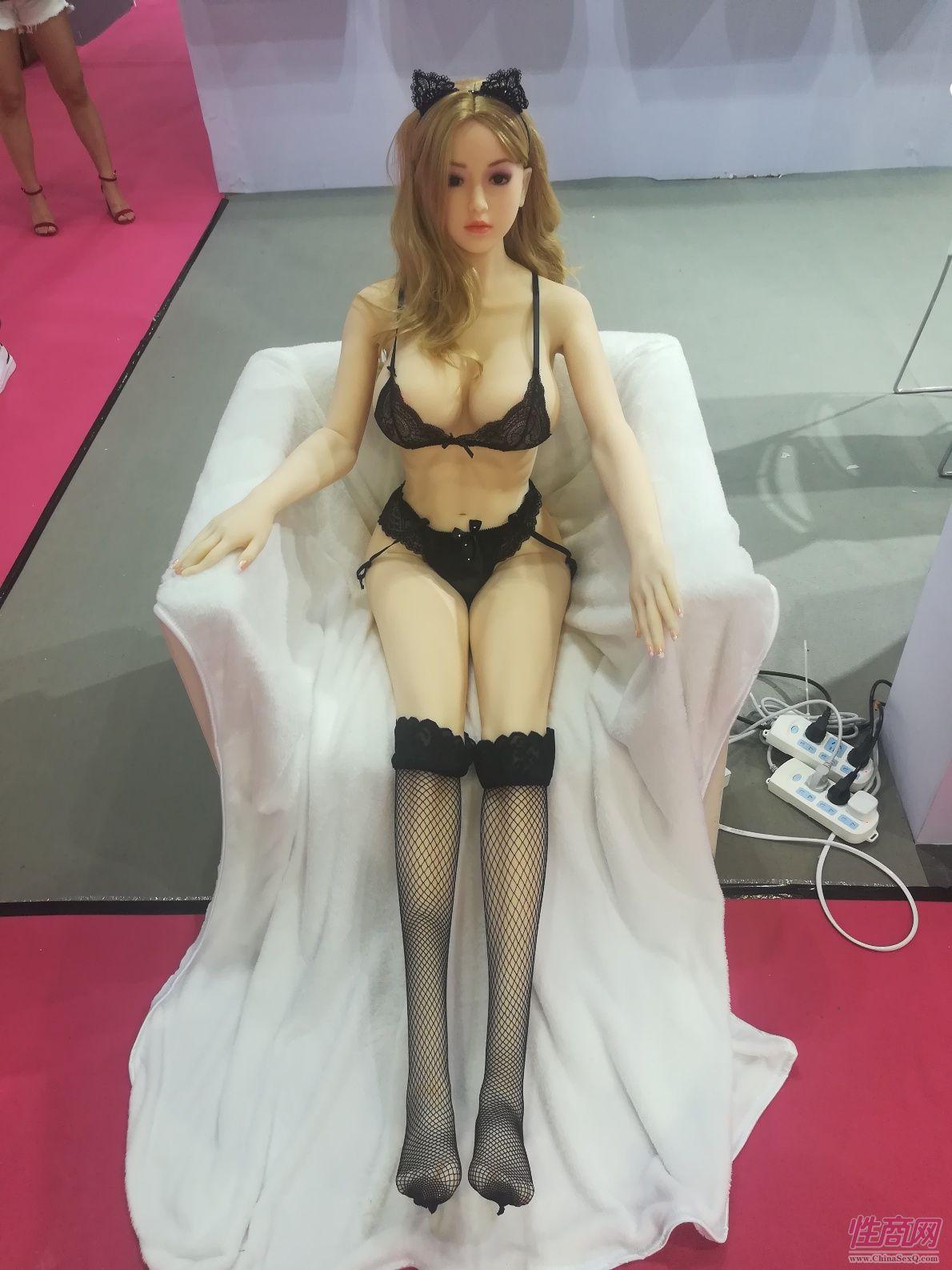 18上海成人展-实体娃娃