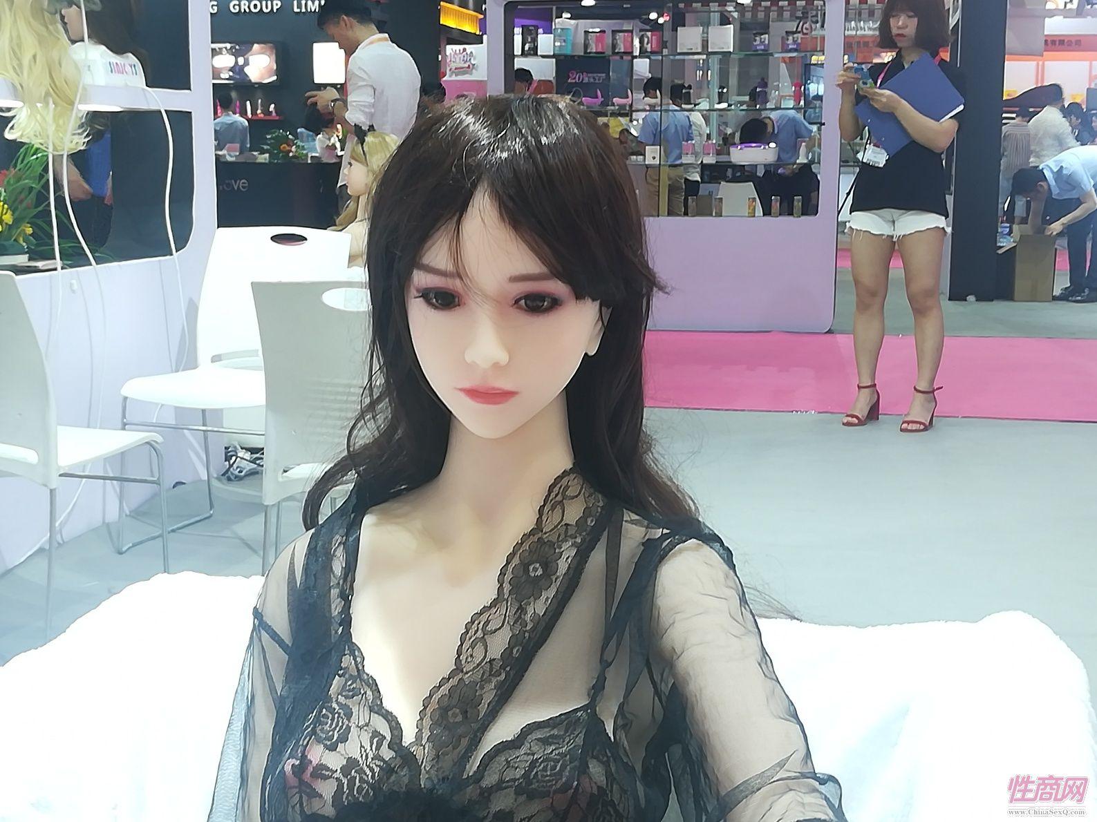 18上海成人展-实体娃娃 (2)