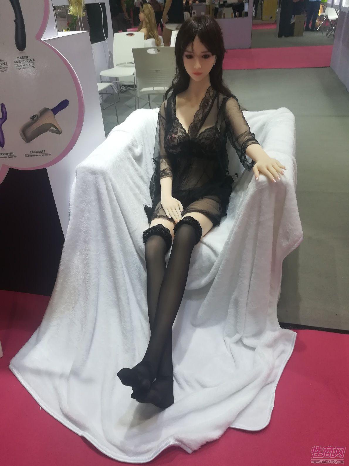 18上海成人展-实体娃娃 (3)