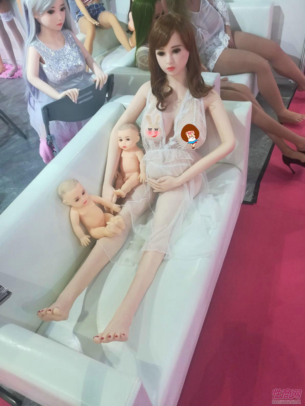18上海成人展-实体娃娃 (7)