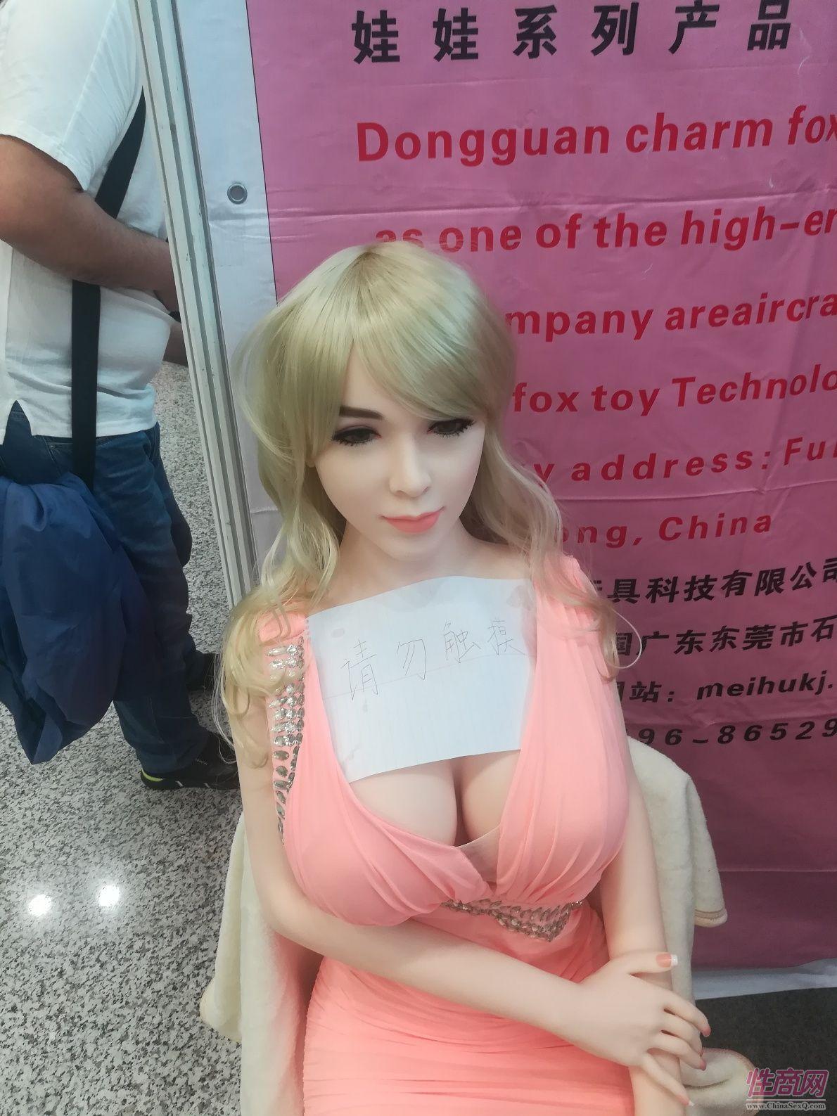 18上海成人展-实体娃娃 (13)