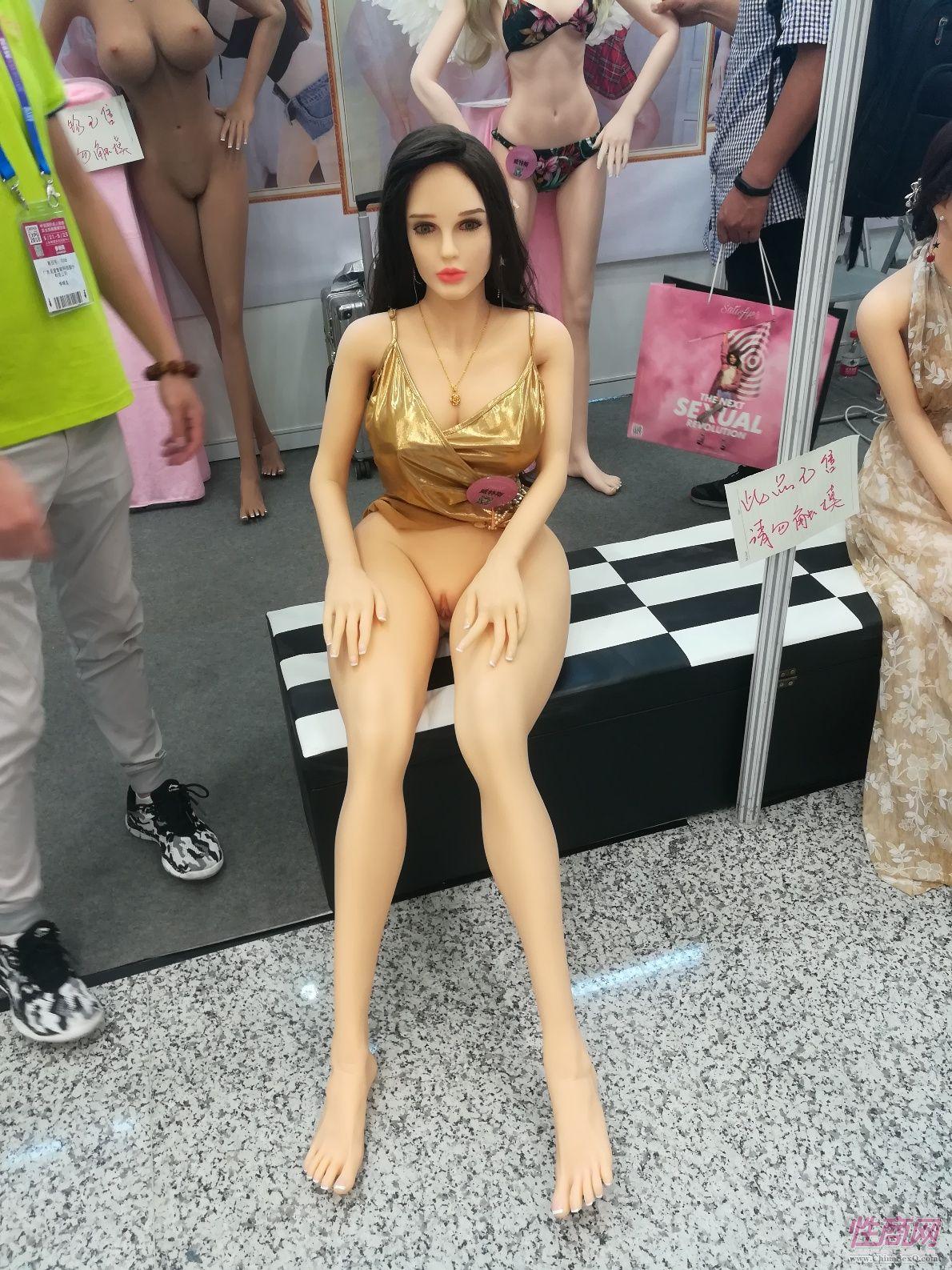 18上海成人展-实体娃娃 (32)