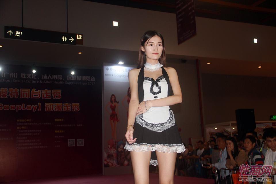 模特展示情趣女仆装乖巧可爱