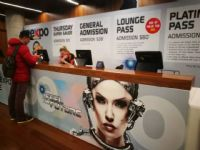 Sexpo展馆入口处的服务台可以领取参观手册