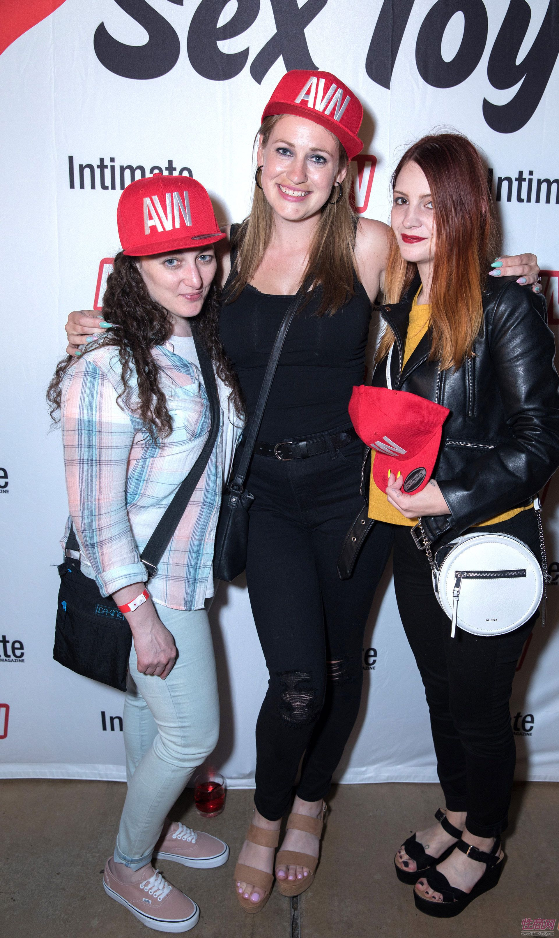 三位美女嘉宾合影