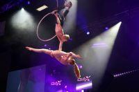 高难度的空中舞蹈双人表演