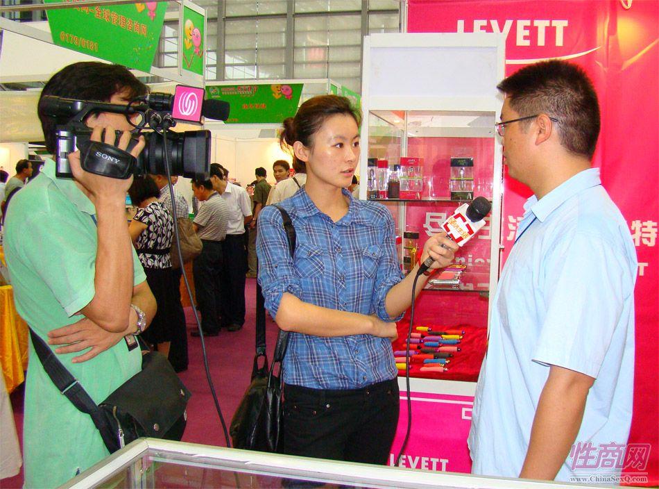 深圳电视台美女记者采访乐伊特