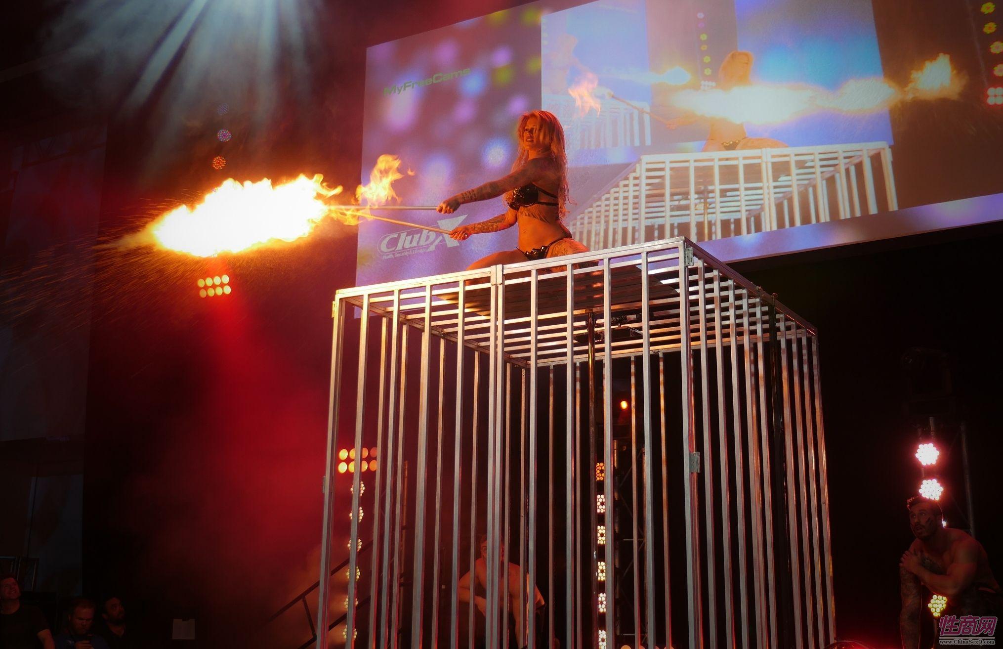 澳洲土著风格的舞蹈:野性、火焰、囚笼sm