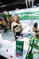 MyFreeCams著名的成人直播网站,是很多成人展会、杂志的赞助商