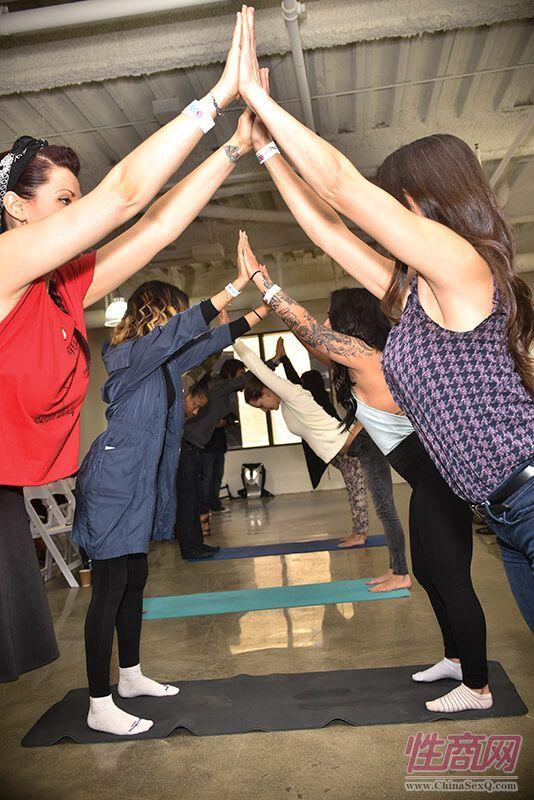 团队瑜伽操
