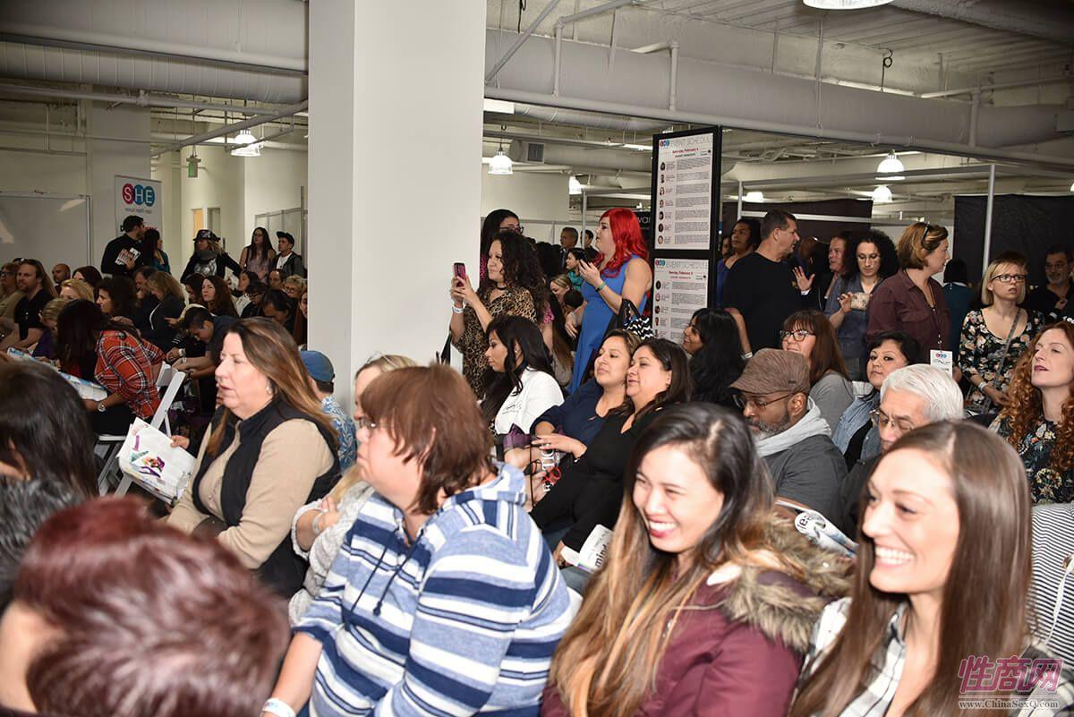 现场活动受到观众的欢迎