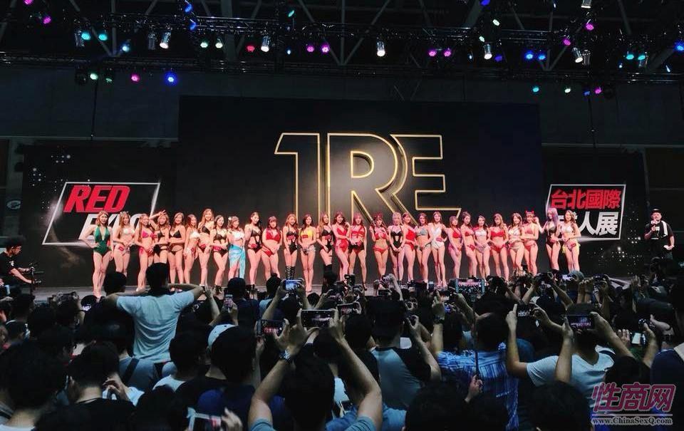台湾模特合影,台北成人博览TRE在五股工商展�[�^举行
