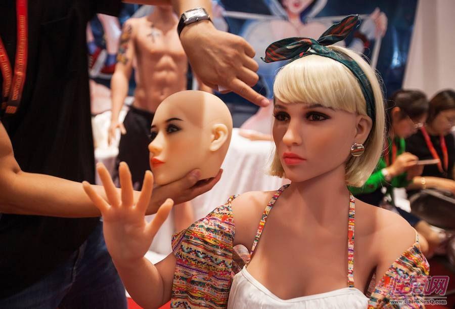 客户可自行选择娃娃的容貌、肤色