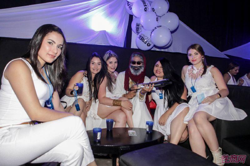 lalexop嘉宾参加派对聚会性感泛滥图片2