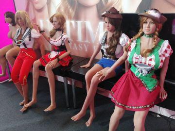 穿着德国传统服装的情趣娃娃