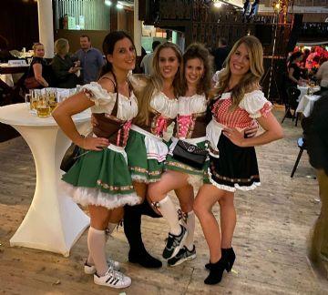 展会期间恰逢德国传统十月啤酒节,美丽的德国厨娘
