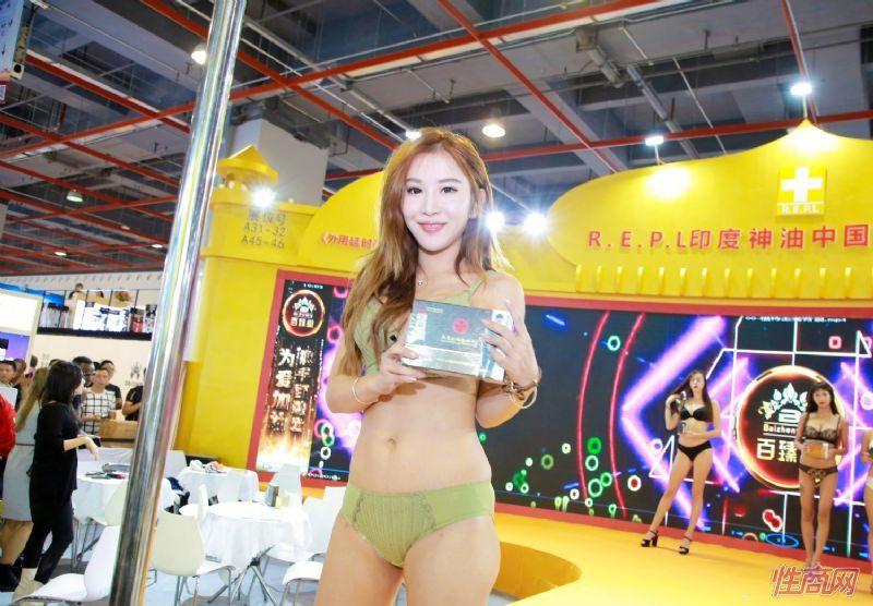 2019广州性文化节图片报道:展销模特图片19