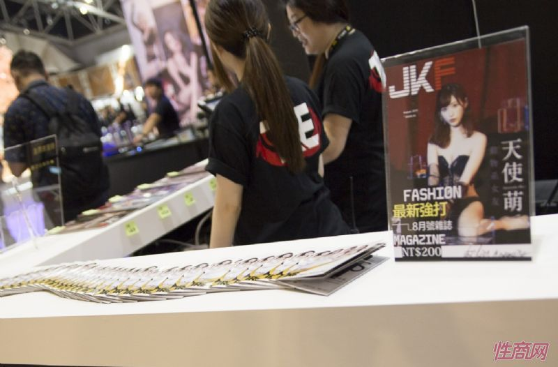 日本著名女优桥本有菜亮相台北成人博览图片15