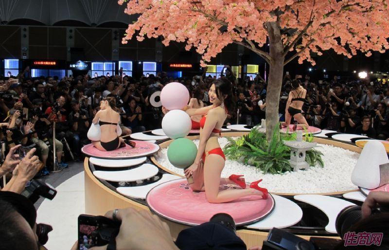 台北成人博览性感人体寿司演绎秀色可餐图片2