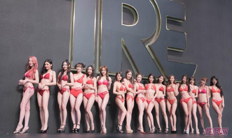 观众和女神亲密互动台北成人博览人气爆棚图片43