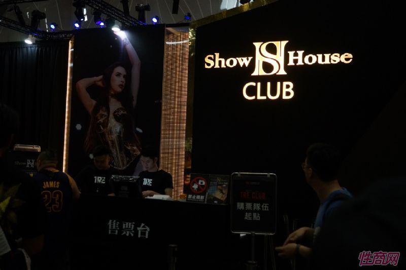 观众和女神亲密互动台北成人博览人气爆棚图片45