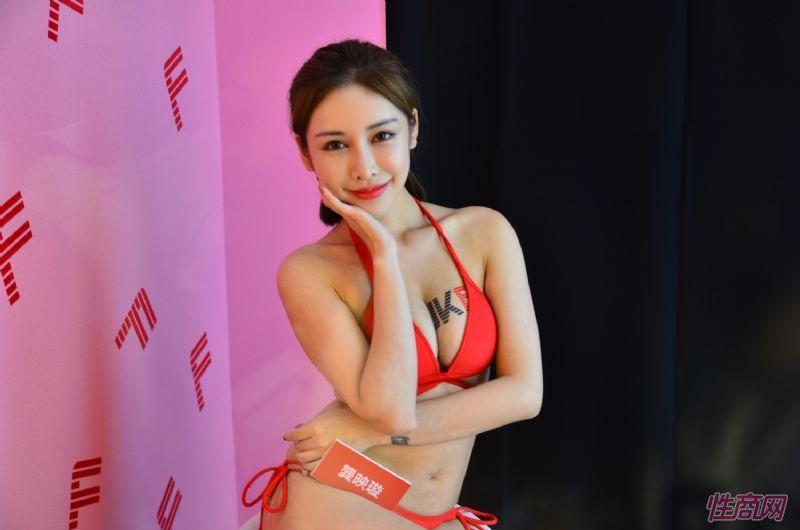 观众和女神亲密互动台北成人博览人气爆棚图片48