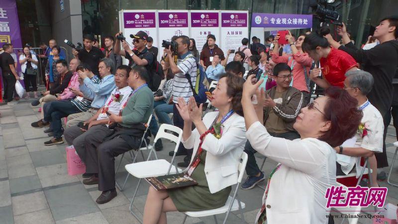 成人展好看吗?美女记者带你逛逛广州性文化节图片39