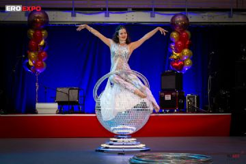 2019俄罗斯成人展歌舞表演、乐器演奏图片2