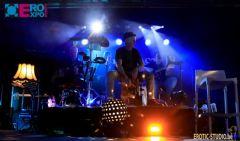 舞会现场还有专业的音乐团队 (8)
