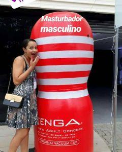 Tenga的巨型飞机杯成为观众的热门合影标志