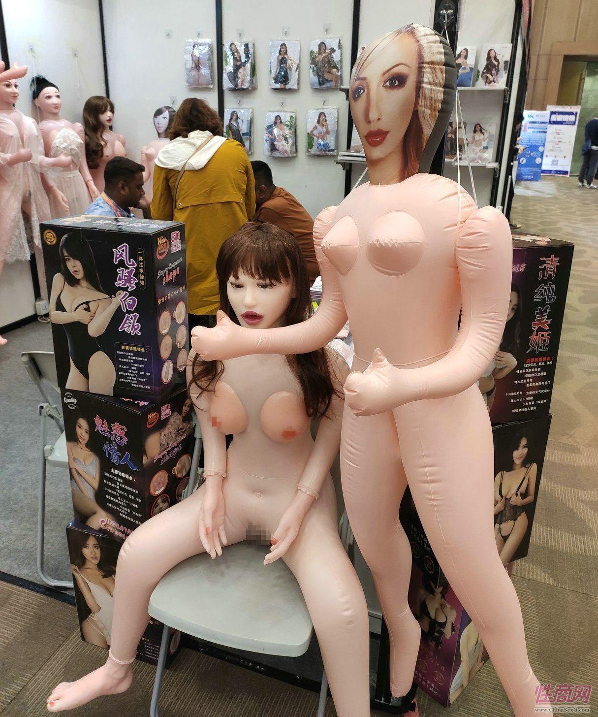 上海展唯一一家充气娃娃展商