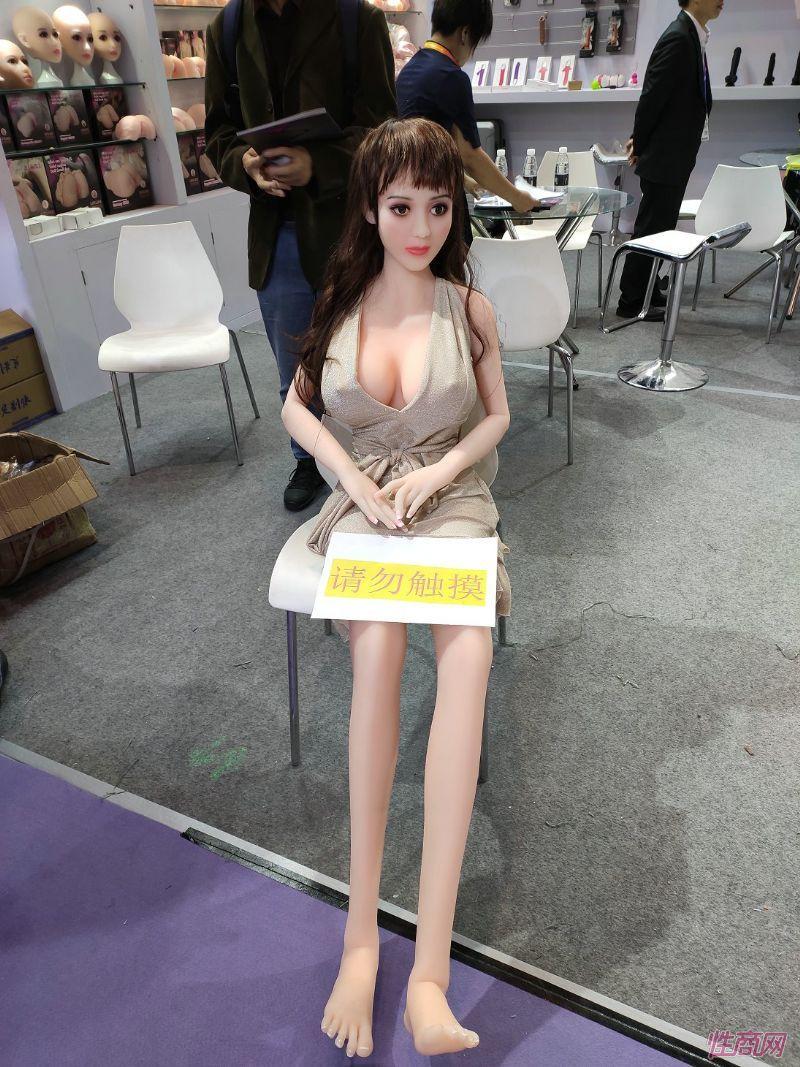 2019上海成人展-实体娃娃 (6)