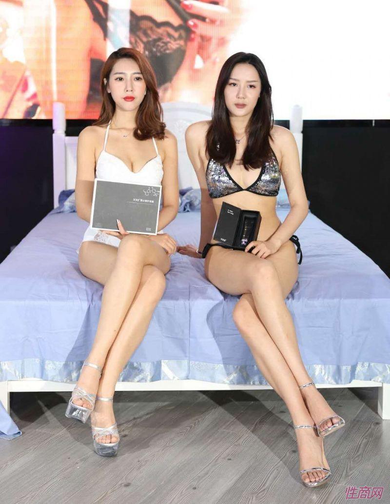2019上海成人展图片报道:美女模特图片10