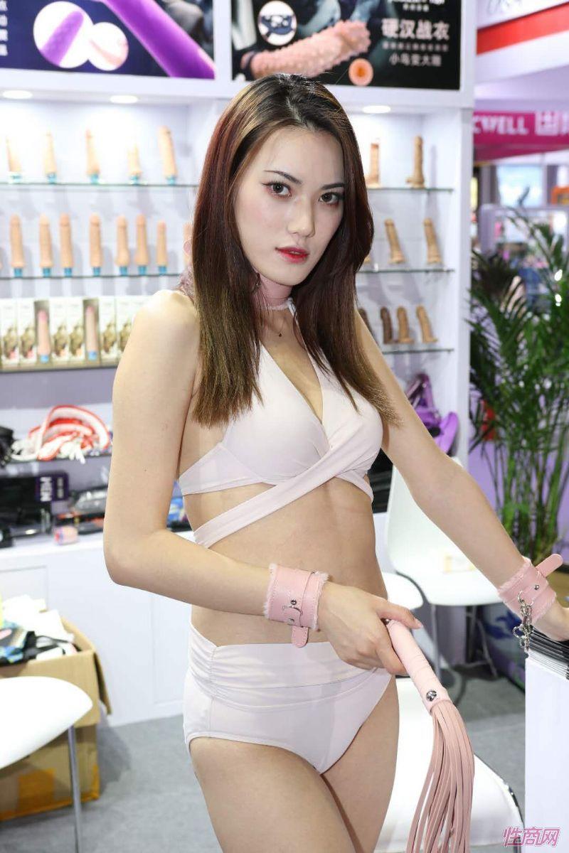 2019上海成人展图片报道:美女模特图片16