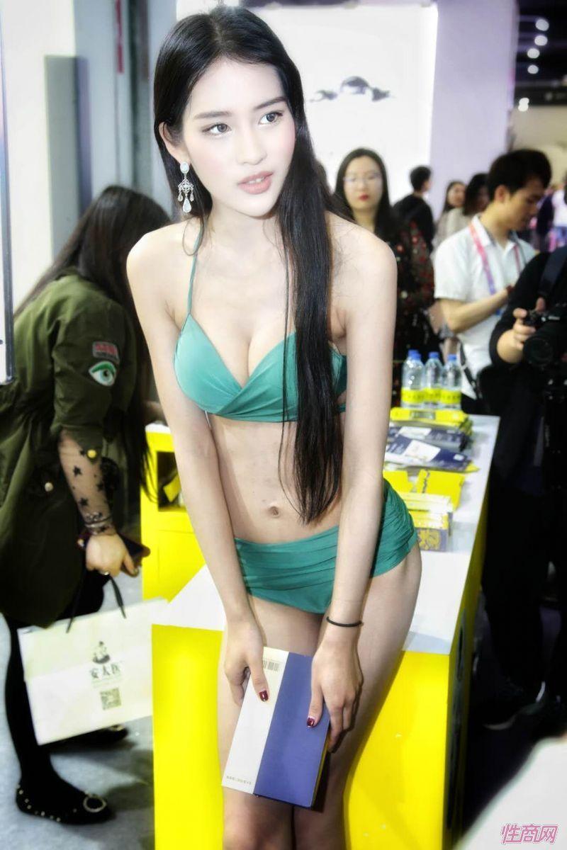 2019上海成人展图片报道:美女模特图片18