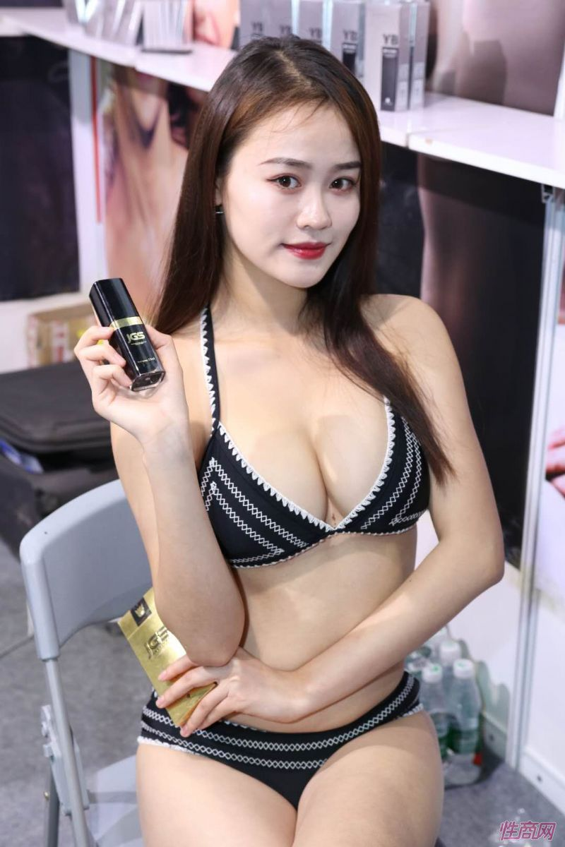 2019上海成人展图片报道:美女模特图片21