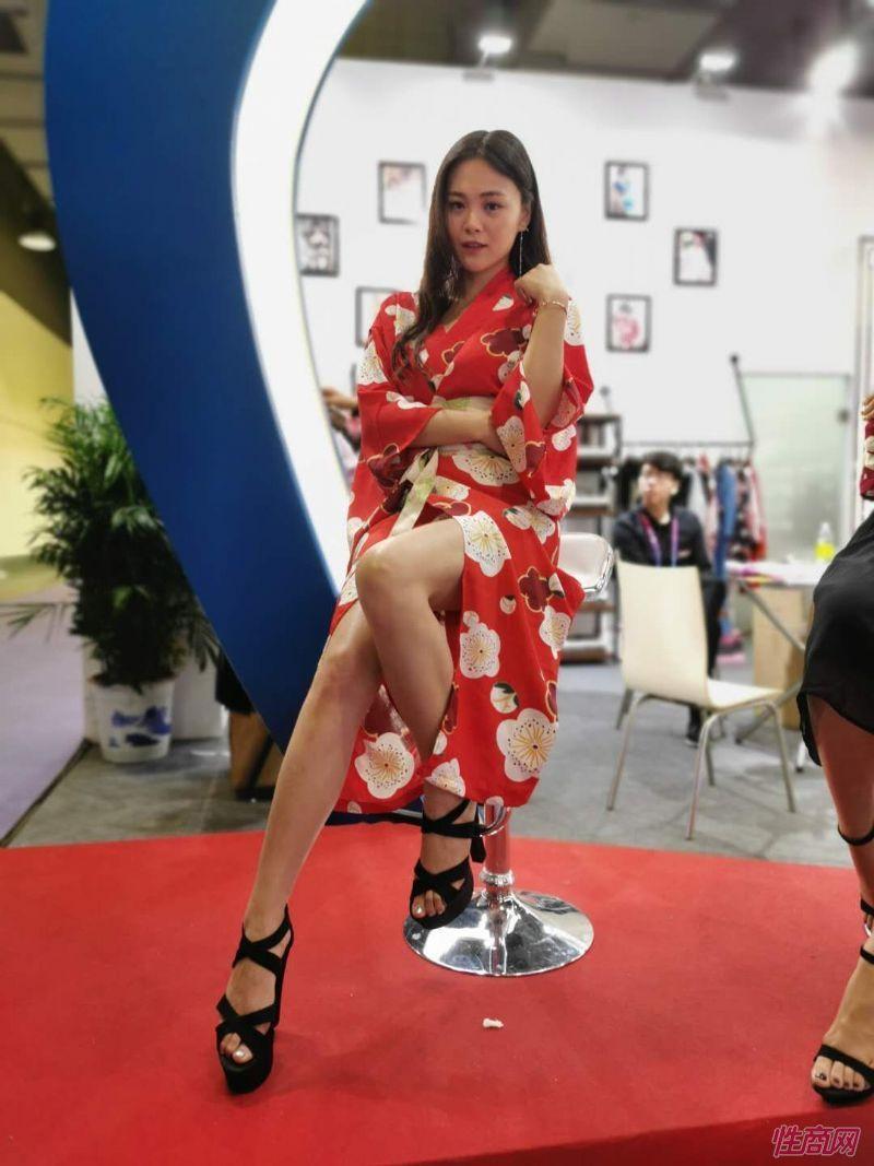 2019上海成人展图片报道:美女模特图片24