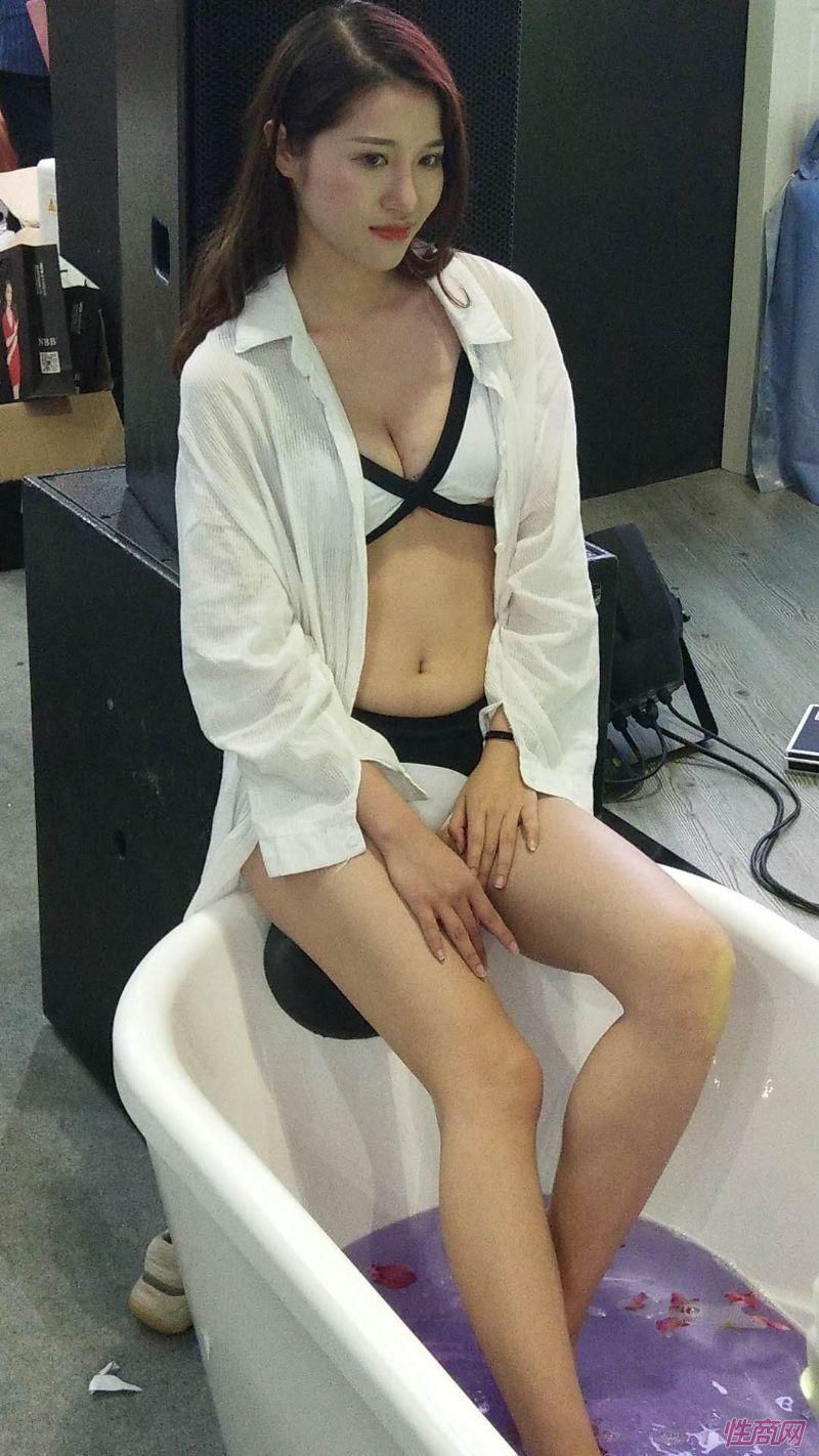2019上海成人展图片报道:美女模特图片28