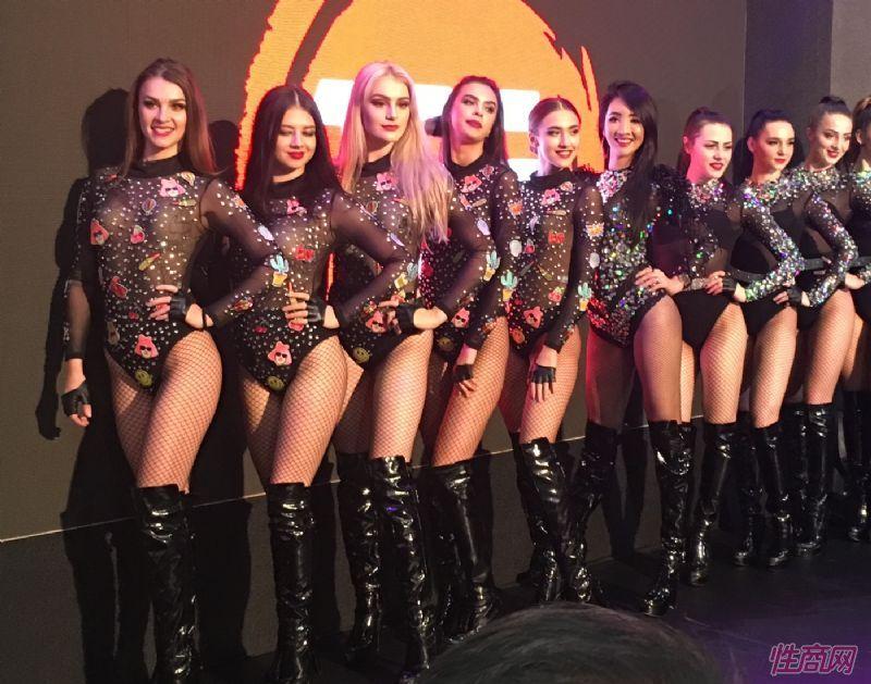 身材性感的外国模特歌舞团