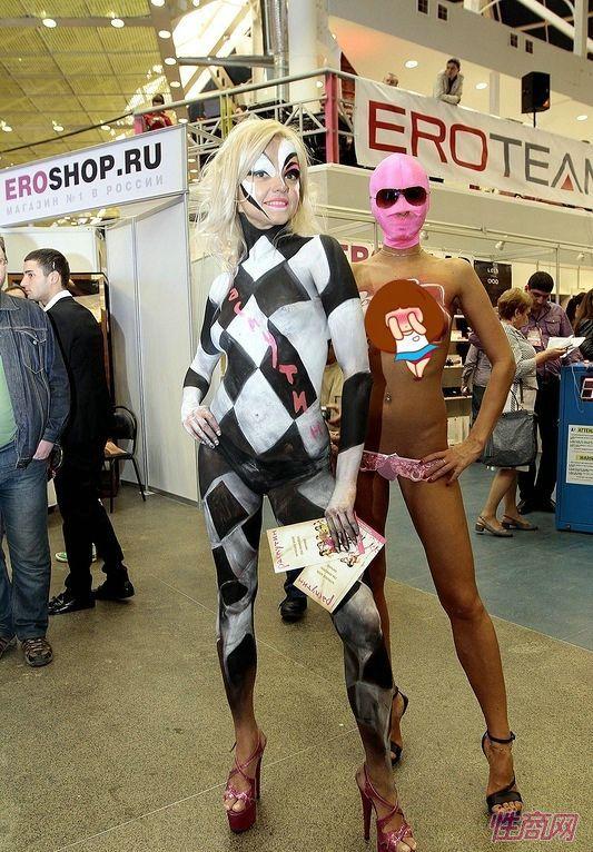 两位人体彩绘模特