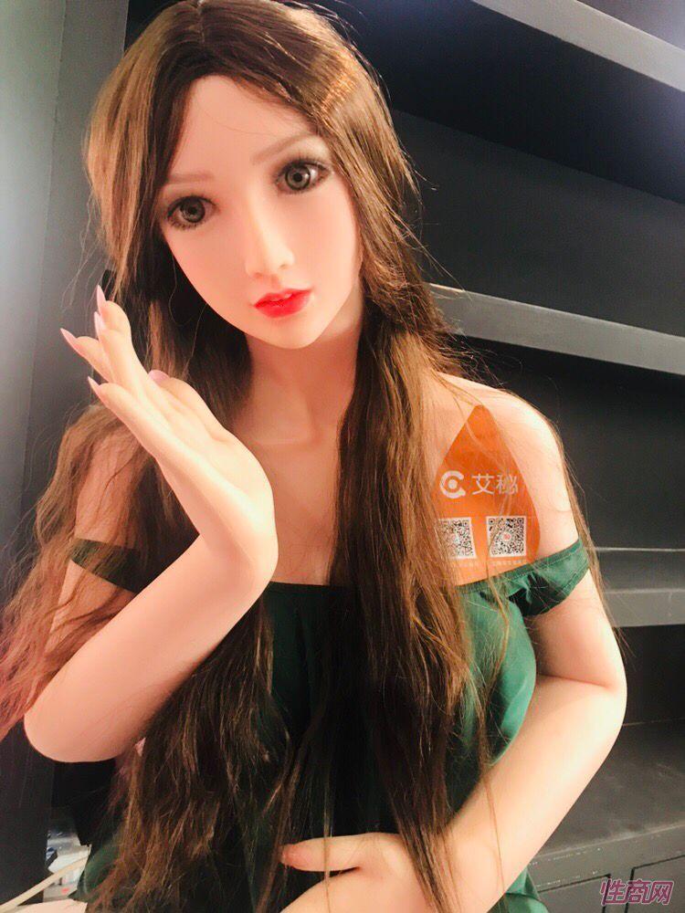艾秘的实体娃娃