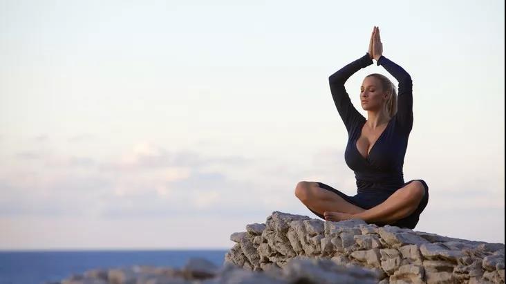 想要提升性能量?这5个瑜伽体式能帮到你