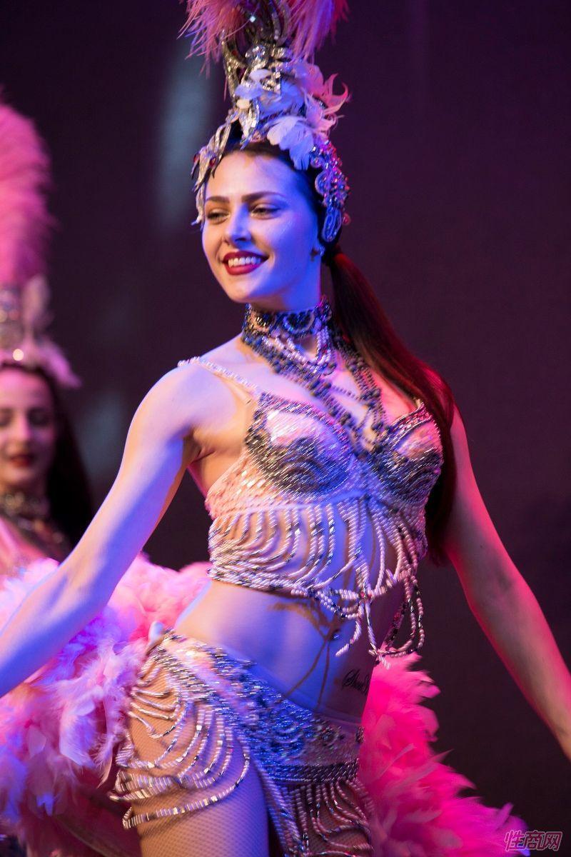 性感的外国舞蹈演员