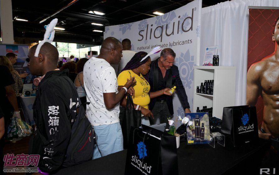 Sliquid润滑剂的展台聚集了大量观众