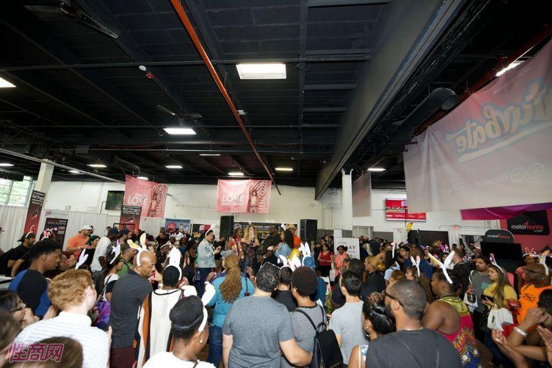 现场活动聚集了大量游客